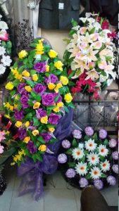 венки, цветочные композиции на могилу