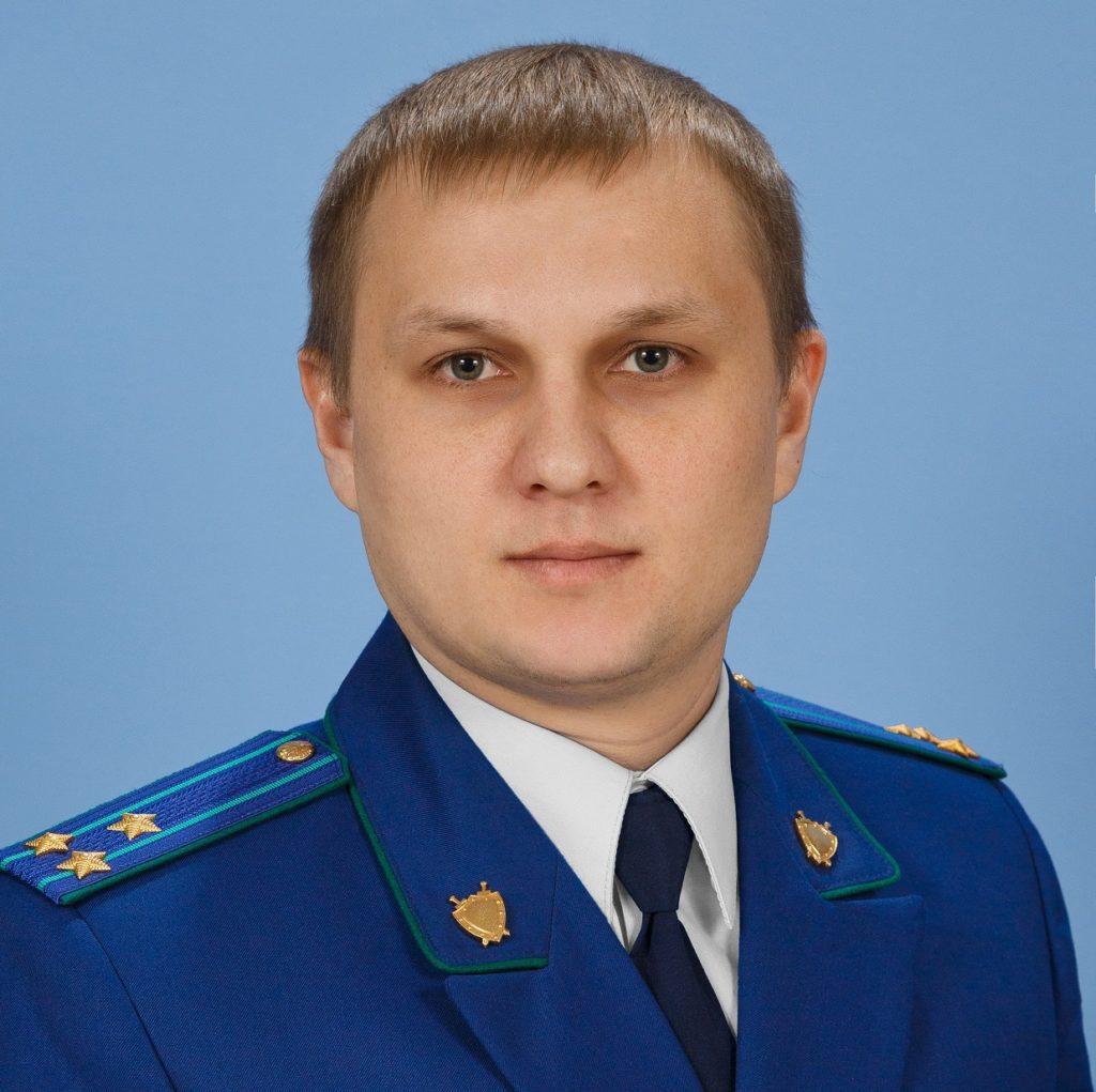 На вопрос отвечает начальник управления по надзору за исполнением федерального законодательства прокуратуры Самарской области Дмитрий Макаров
